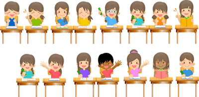 教室で手を上げる児童